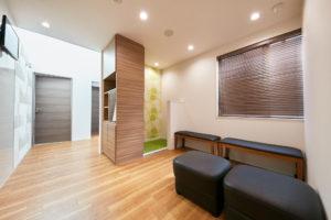 広い待合室千葉県市川市大和田2-13-24ペア歯科医院市川診療所